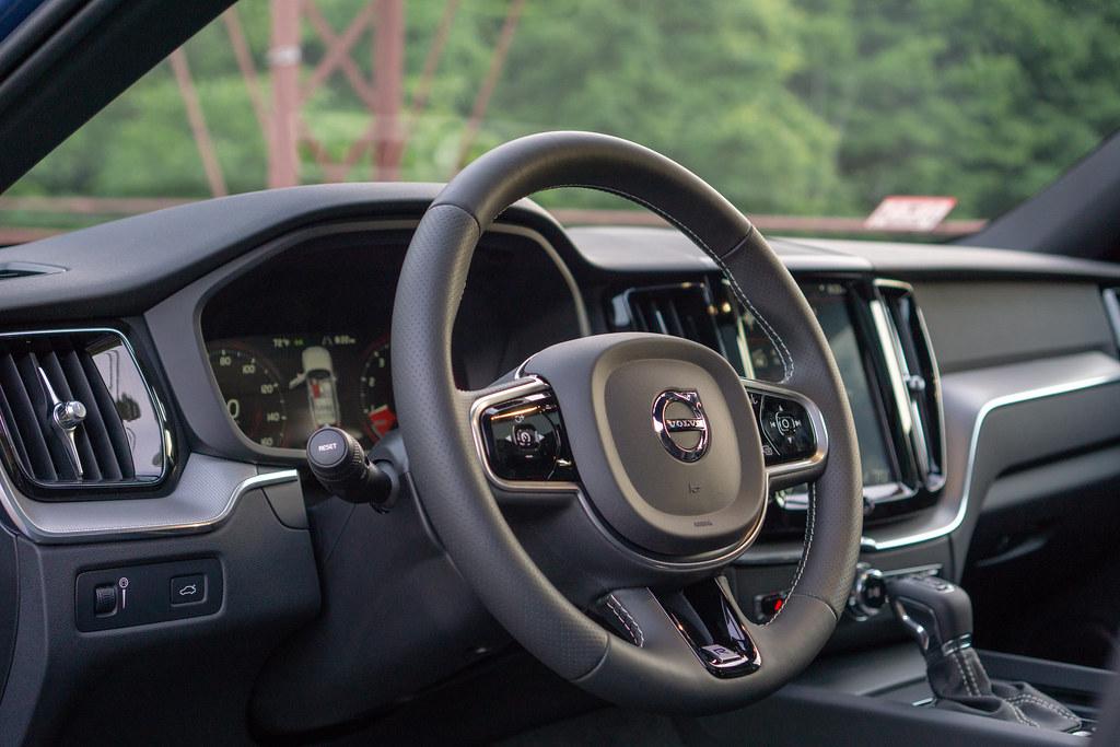 Volvo XC60 Lenkrad Innenansicht Logo