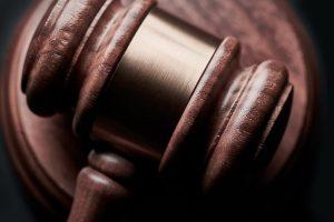 Hammer, Anwalt, Gericht